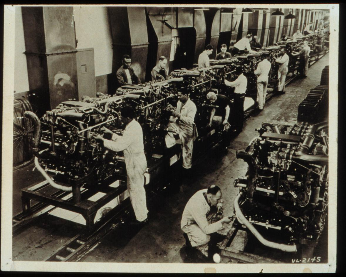 Multibank tank engine final assembly line at Chryslers Jefferson Plant, Detroit, 1942.